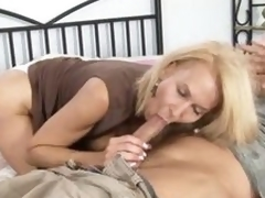 Mature cougar acquires screwed