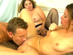 Lusty blonde Kiki Daire and cute Mia Gold with skinny body and small tits engulf the same hard meaty dick in this 3some sex with a lusty hunk in their bedroom and have fun