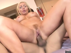 Blonde cougar hottie Lisa DeMarco getting slammed in her trimmed slit and jizzed in her face hole