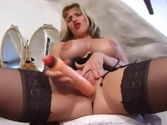 British milf in a fun tease of her hawt body